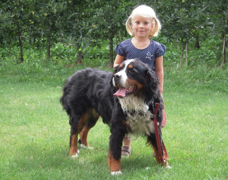 Unsere Tochter mit Hund