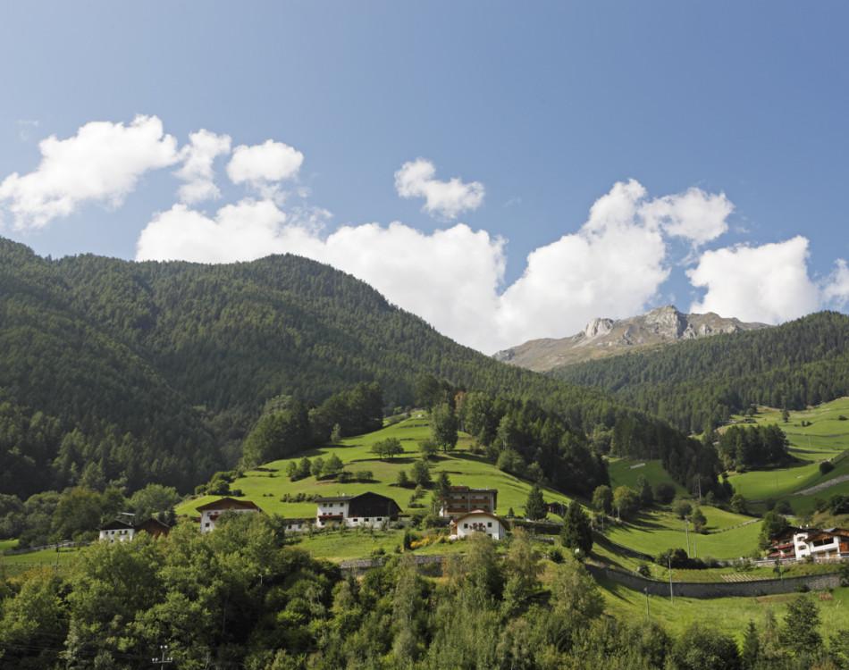 Höfe oberhalb von Martell Dorf